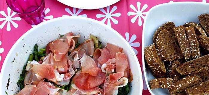 Gegrilde groene aspergesalade met Coburger ham