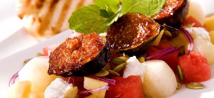 Een zoete salade met gekarameliseerde vijgen