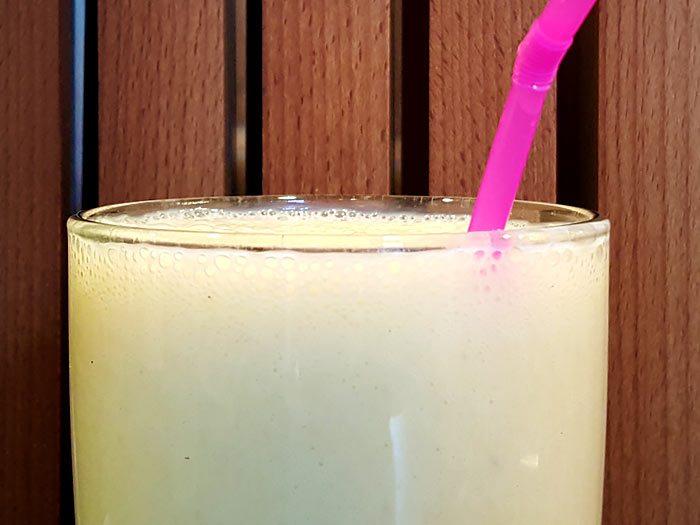 De ultieme bananenmilkshake met verse vanille