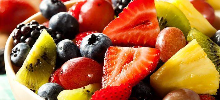 een heerlijke fruitsalade bomvol vitamines. kookidee.nl