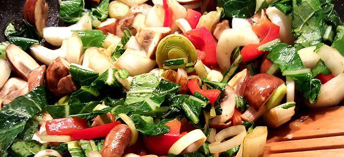 Lekker snelle bami met varkenshaas en vers gesneden groente