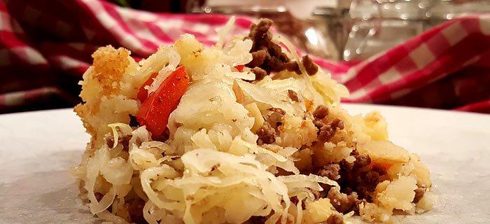 Zuurkool ovenschotel met gehakt, basilicum, appel en rozijnen