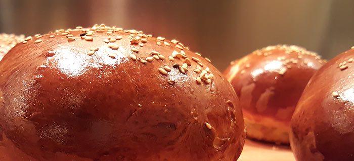 Zelf hamburgerbroodjes bakken