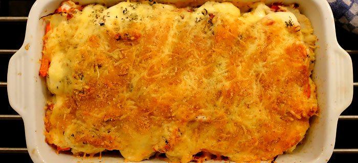 Bloemkool ovenschotel met gebakken spekjes, paprika en roomkaas