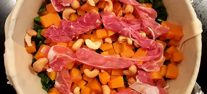 Pompoenquiche met spinazie, cashewnoten en parmaham