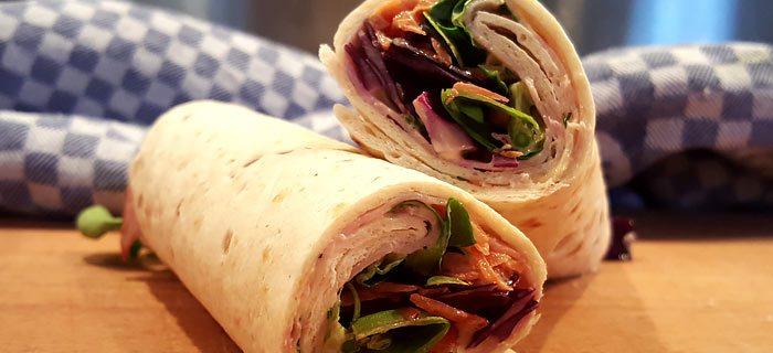 Heerlijke wraps met rode kool, wortel, beenham en mosterd-dillesaus