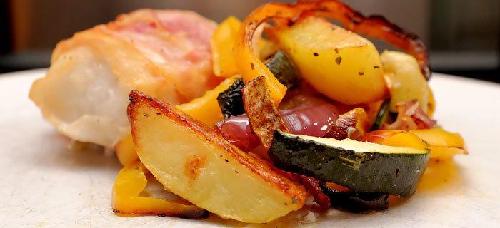 Een heerlijke traybake met in pancetta gegrilde kabeljauw
