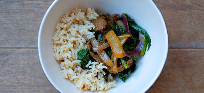 Basmatirijst met roergebakken spinazie en biefstukreepjes