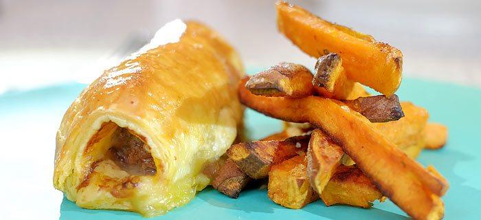 Zoete aardappel friet met zelfgemaakte worstenbroodjes