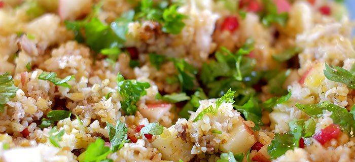 Bulgursalade met granaatappel en gestoomde makreel