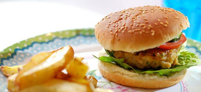 Een lekker sappige kipburger