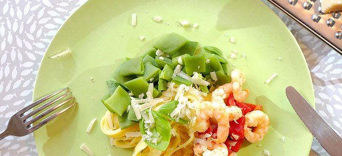 Tagliatelle met snijbonen, gegrilde paprika en garnaaltjes in knoflook