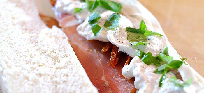 Panini met gedroogde ham, burrata en zongedroogde tomaatjes