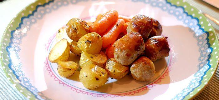Fabulous Krieltjes, worteltjes en braadworst uit de oven. Kookidee.nl #BZ66