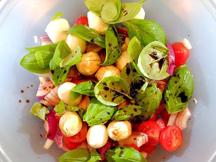 Snelle salade caprese met balsamico