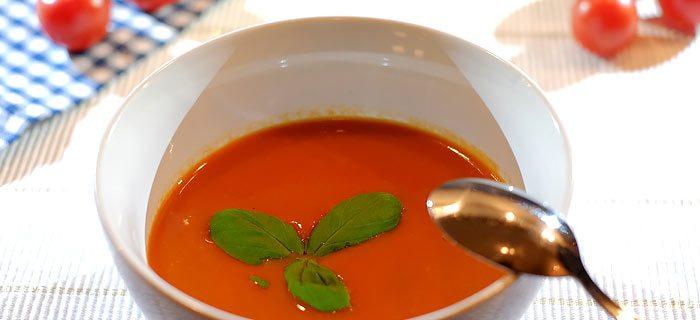 Een makkelijke tomatensoep met kidneybonen