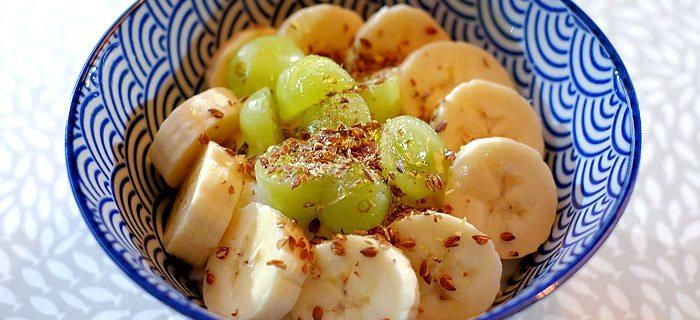 Skyr met banaan, druiven en honing