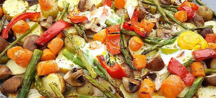 Traybake met Opperdoezer Ronde, groene asperges en ei