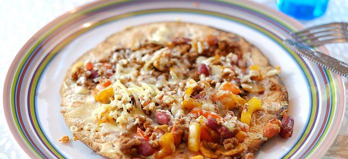Mexicaanse panpizza met gehakt, paprika, bonen en kaas