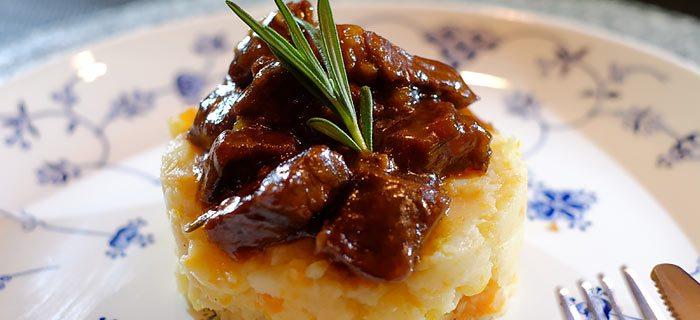 Pastinaak wortelstamppot met in donker bier gestoofd rundvlees