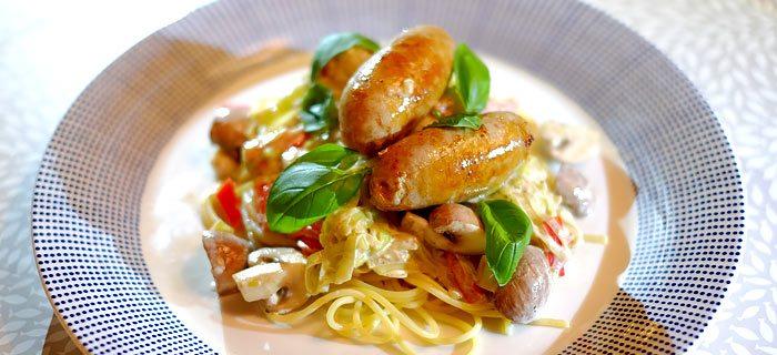 Spaghetti met romige prei, kastanjechampignons en Catalaanse worstjes