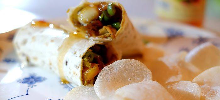 Wraps met zoet pikante kip en roergebakken groenten