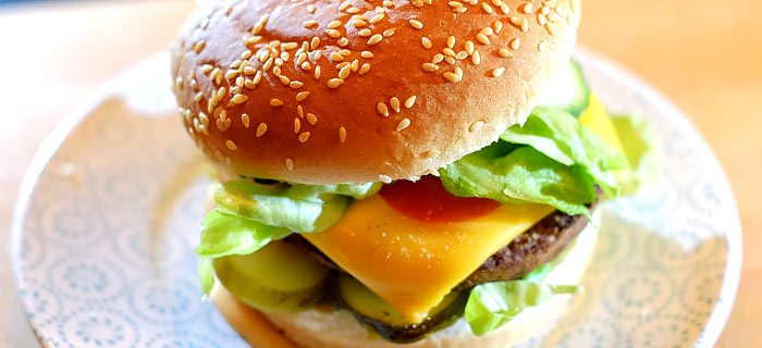 Broodje vegetarische hamburger met cheddar