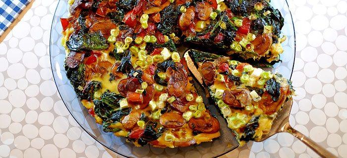 Frittata met wilde spinazie, rode paprika en champignons