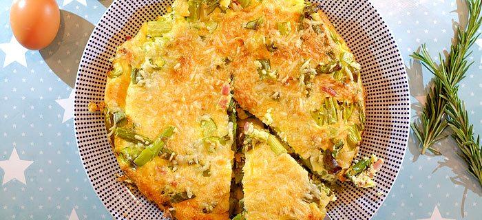 Frittata met groene asperges, gebakken spekjes en Emmentaler
