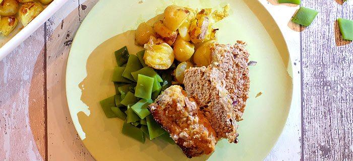 Gehaktbrood met krieltjes uit de oven en snijboontjes