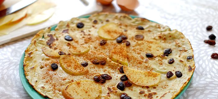 Pannenkoeken met appel, rozijnen en kaneel