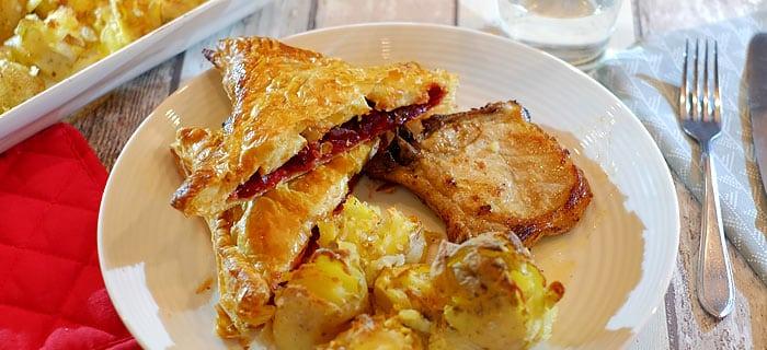 Bietenflapjes: rode bietjes met gebakken ui en brie in bladerdeeg