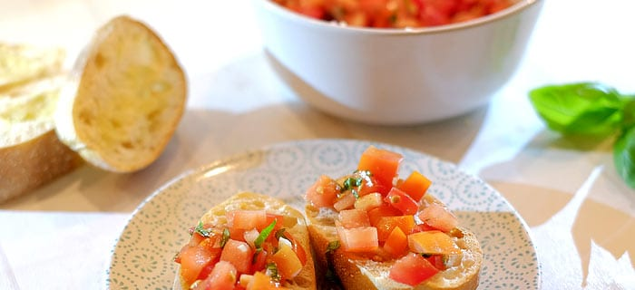 Bruschetta met tomaat, knoflook en basilicum