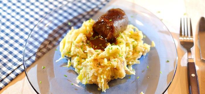 Preistamppot met rode ui, taugé en belegen kaas