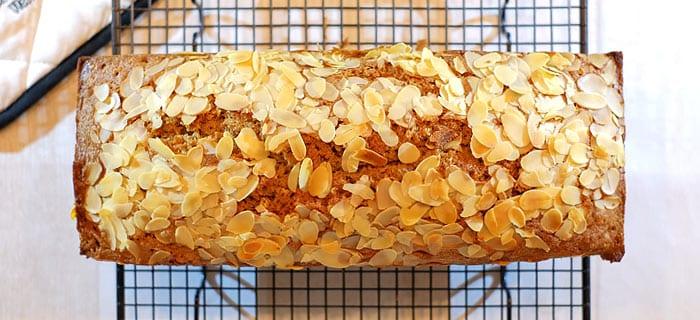 Speculaascake met amandelschaafsel en pepernoten crunch