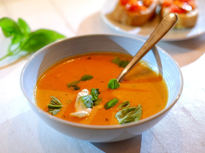 Tomatensoep met mascarpone en basilicum