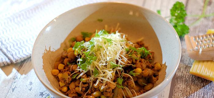 Pannetje bonen met champignons, mais, gehakt, Tex Mex kruiden en kaas
