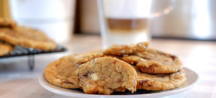 Triple chocolate chip cookies met grof zeezout