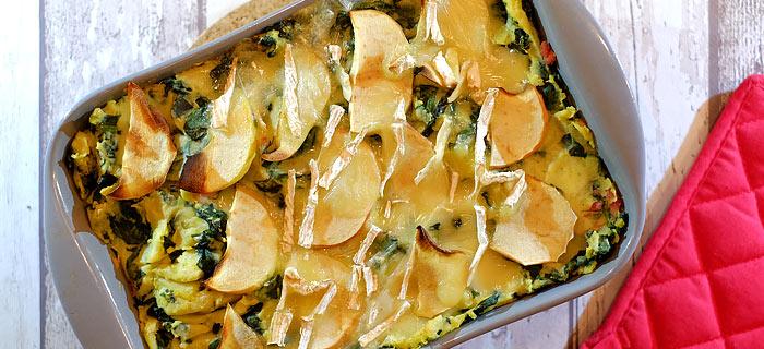 Spinaziestamppot uit de oven met spekreepjes, appel en brie
