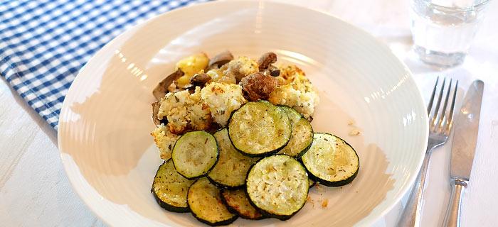 Kip Parmezaan nuggets met gnocchi en gegrilde courgette
