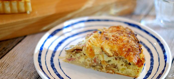 Quiche met prei, champignons, gedroogde ham en kaas