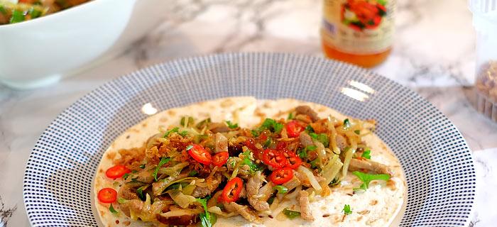 Wraps met Chinese groenten, shiitakes, varkensreepjes en teriyaki