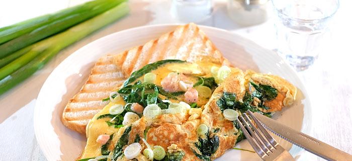 Omelet met spinazie, zalm en room