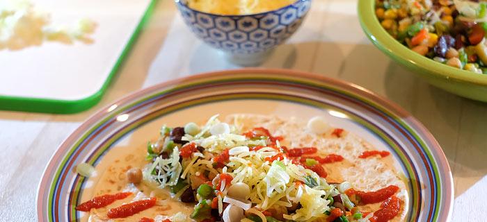 Pikante wraps met groenten, bonen en kaas
