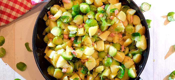 Aardappelpannetje met spruitjes, ui en gebakken spekjes