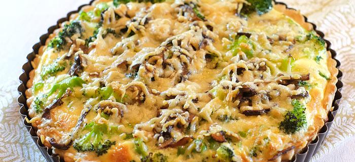 Quiche met broccoli, paddenstoelen, cashewnoten en oude kaas
