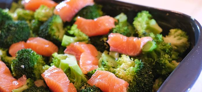 Broccoli ovenschotel met krieltjes, zalm en kaas