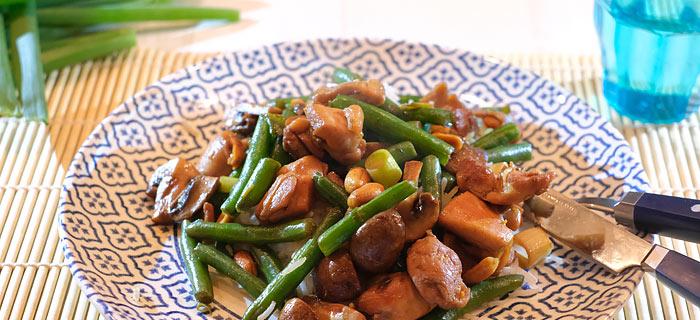 Kung Pao kip met sperziebonen, kastanjechampignons en rijst
